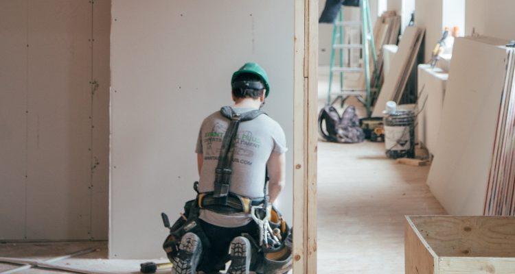 How Do I Find The Best Contractor?